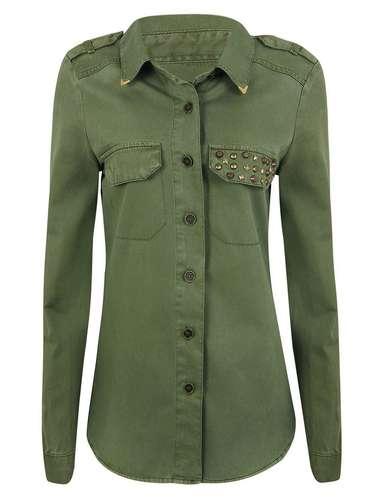 Camisa com tachas no bolso, da Renner. Preço: R$ 119. Informações: (11) 2165-2800