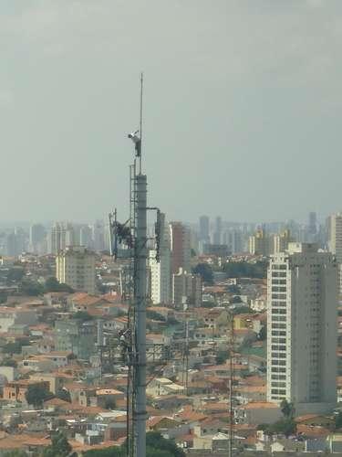 Torre de telefonia fica na altura do número 200 da avenida Tucuruvi, zona nortede São Paulo