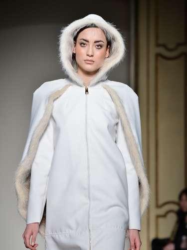 Cristiano Burani também propôs os mix de texturas, colocando peças de seda com casacos de pele ou com lã stretch