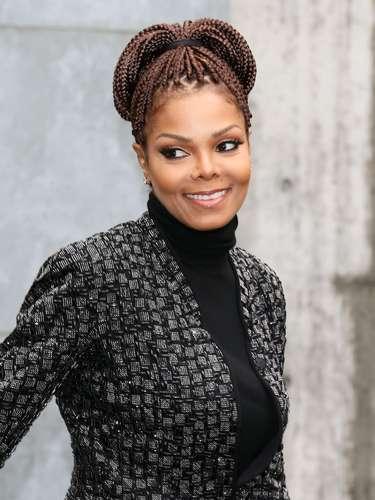 A cantora Janet Jackson assistiu ao desfile da grife Girogio Armani nesta segunda-feira (25)