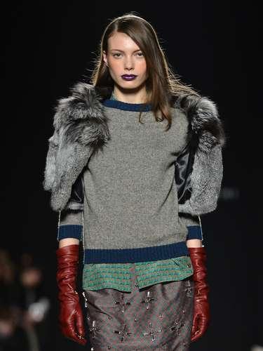 A Massimo Rebecchi levou a pele em casaqueto de mangas curtas à semana de moda de Milão, nesta segunda-feira (25)
