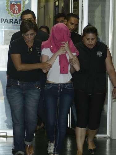 26de fevereiro -Enfermeira que tinha prisão preventiva decretada deixa o Núcleo de Repressão de Crimes Contra a Saúde após prestar depoimento no dia 25 de fevereiro