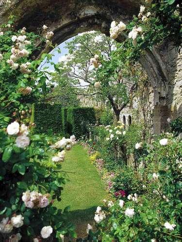 Castelo de Amberley, Inglaterra Há mais de nove séculos, o magnífico Castelo de Amberley ocupa um espaço privilegiado num pequeno vilarejo do sul da Inglaterra.Diárias a partir de R$ 750