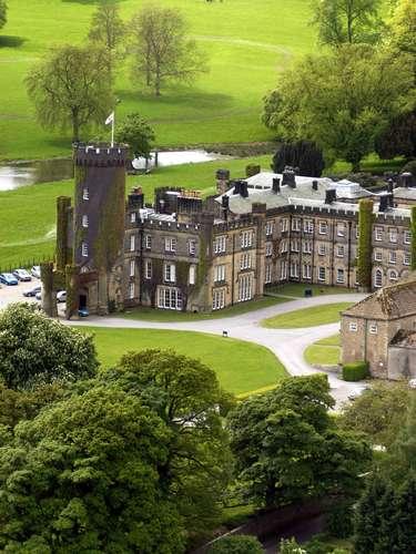 Swinton Park, Inglaterra Antigo castelo de uma família da nobreza, o Swinton Park é hoje um luxuoso hotel de 30 quartos na região de Masham, no norte da Inglaterra.Diárias a partir de R$ 520