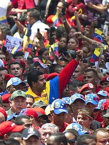6 de março - O presidente em exercício da Venezuela, Nicolas Maduro, acompanha o cortejo fúnebre de Chávez