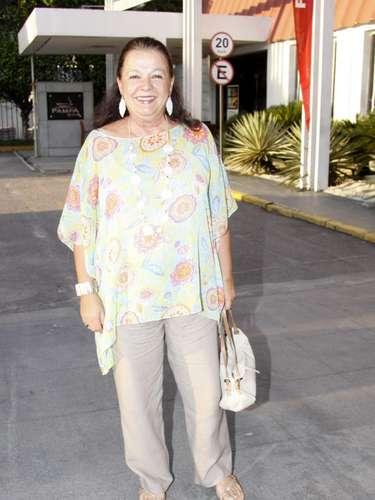 O elenco da novela 'Flor do Caribe' se reuniu para acompanhar a exibição do primeiro capítulo da novela, nesta segunda-feira (11), em churrascaria no Rio de Janeiro. Na foto, a atriz Bete Mendes