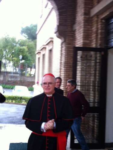 12 de março -Os cinco cardeais brasileiros que participarão do conclave que elegerá o sucessor de Bento XVI já deixaram o Colégio Pio Brasileiro, onde estavamhospedados em Roma, para se dirigir ao Vaticano