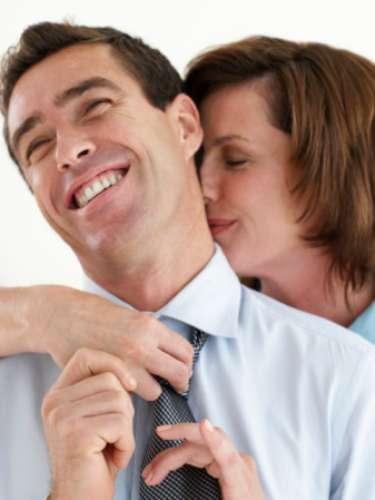Pescoço Existem muitas terminações nervosas no pescoço e, instintivamente, sabemos da vulnerabilidade dessa região. Beijos suaves no pescoço são sexy e provocam arrepios