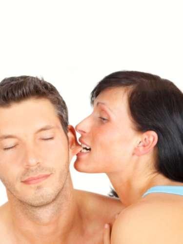 Atrás da orelha O toque atrás da orelha pode ser algo muito excitante, e ativa, ao mesmo tempo, o tato e a audição