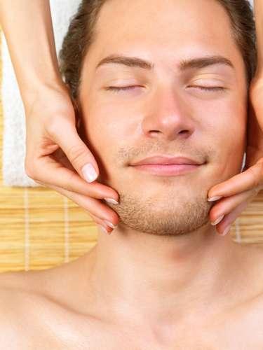 Saber onde os homens gostam de ser tocados pode ser um grande diferencial entre quatro paredes. Da orelha ao bumbum, o site da revistaGlamourreuniu 10 parte do corpo onde eles aprovam carinhos e toques. Confira