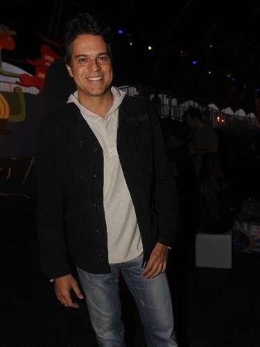 Celebridades marcaram presença também no segundo dia do festival Lollapalooza, que acontece neste sábado (30), no Jockey Club de São Paulo. Na foto, o ator Juan Alba