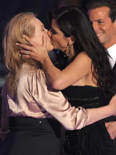 Outra imagem que foi apropriada pelos usuários é esta, que mostra o beijo entre as atrizes Meryl Streep e Sandra Bullock durante a entrega dos prêmios do Critics' Choice Movie Awards de 2010