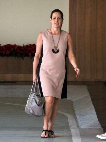 Renata Ceribelli, 48, usa vestido tipo tubinho que não marca as formas, mas mantém ar moderno. Equilibrio é indicação de consultoras de imagens para looks depois dos 40 anos
