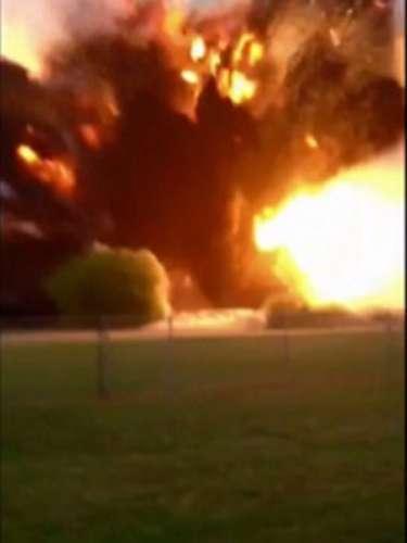 17 de abril -Internautas postaram fotos amadoras das chamas