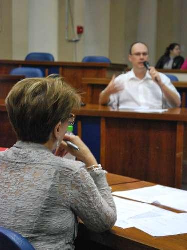 24 de abril - Giovani Manicacriticou muito a legislação existente durante depoimento à CPI e negou a existência de favorecimentos na liberação de alvarás
