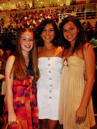 No final de 2007, a atriz usou um vestido arredondado com leve brilho. \