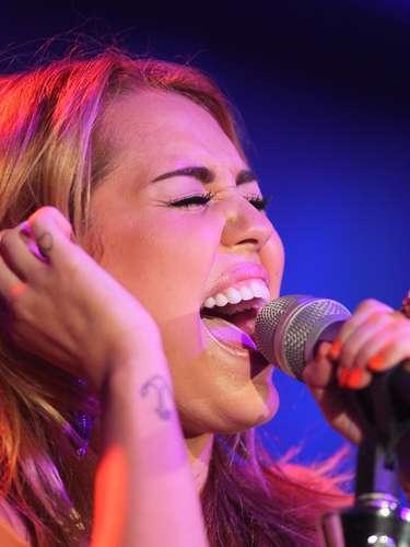 Miley Cyrus possui uma âncora no pulso