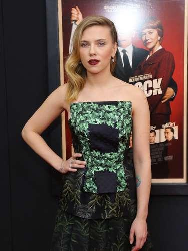 A atriz também tatuou um pequeno terço no pulso