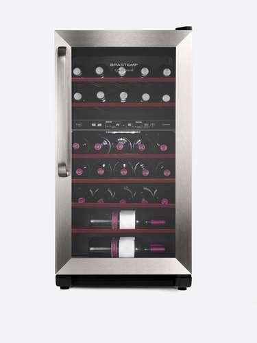 Adega de dupla temperatura A adega Dual Zone Brastemp tem capacidade para 31 garrafas e possui dois compartimentos separados com controle de temperatura independente. Por isso, é possível armazenar simultaneamente dois tipos diferentes de vinho entre tinto (15°C a 18°C), rosé (12°C a 14°C), branco e espumante (ambos entre 8°C a 11°C). O produto, com tecnologia wine expert, ainda garante controle de umidade e baixa vibração para melhor conservação da bebida. Preço sugerido: R$ 2.299 Informações: 3003-0099 (capitais e regiões metropolitanas) e 0800-970-0999 (demais localidades)