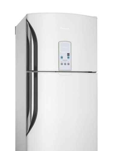 Refrigerador turbo O refrigerador BT47, da linha [re]generation da Panasonic, possui mecanismos que garantem uma economia de energia de até 23%. Esse modelo possui ainda o painel eletrônico com função Deinking Cooler, que permite resfriar bebidas mais rápido, e a função Turbo Freezer, para acelerar o processo de congelamento mantendo a qualidade dos alimentos. Preço sugerido: R$ 2.099. Informações: 0800-011-1033 (Grande São Paulo) e 0300-770-1515 (demais localidades)