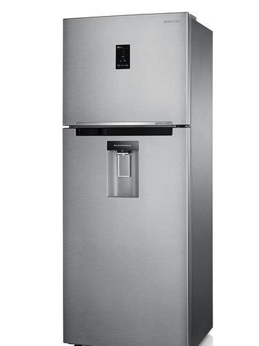 Refrigerador com ajuste automático O refrigerador Top Mount Freezer, da Samsung, tem função Digital Inverter, que ajusta automaticamente a velocidade de resfriamento em resposta às alterações de temperatura, reduzindo o consumo de energia em até 30%. O compressor também assegura menor nível de ruído e exclusiva garantia de 10 anos. Entre as inovações, está o MoistFresh Zone, que controla a circulação do ar para manter a umidade ideal, e a função Cool Pack, que mantém o freezer refrigerado por oito horas em caso de falta de energia, evitando derretimento. Preço sugerido: a partir de R$ 2.259. Informações: 4004-000 (capitais e regiões metropolitanas) e 0800-124-421 (demais localidades)