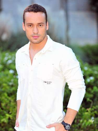 Daniel (Rodrigo Andrade) -Filho de Amadeu e Neide. É fisioterapeuta