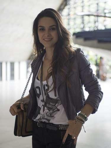 Leila (Fernanda Machado)  Filha de Neide e Amadeu. Ambiciosa, Leila é estrategista e não tem muitos escrúpulos
