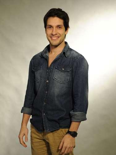 Luciano (Lucas Romano)  Filho de Ordália e Denizard. Estudante de Medicina, um rapaz muitíssimo determinado