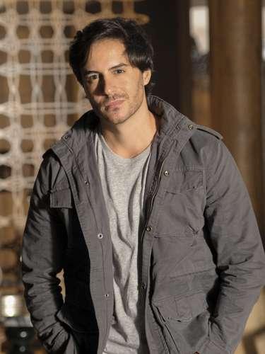 Thales (Ricardo Tozzi)  Escritor apaixonado por Leila e que, por causa dela, dará um golpe em Nicole