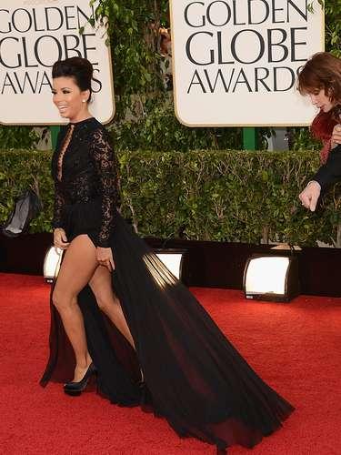 No Globo de Ouro, no começo do ano, ela usou e abusou de decotes e fendas. Nessa foto, toda a perna fica à mostra. Ela pode, mas não é o maior sinônimo de elegância, não é?