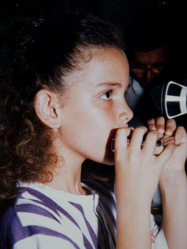 Keyla Vilaça com sua gaita, primeiro instrumento que ganhou do pai
