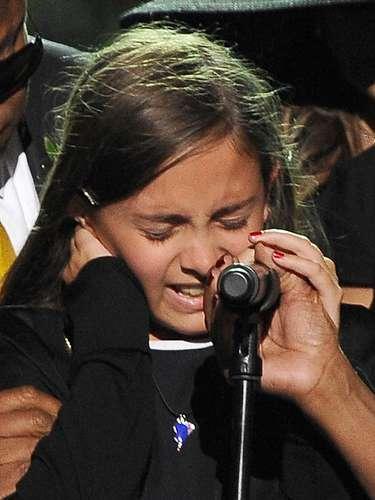 Durante o funeral do pai, Paris Jackson não se controlou e acabou caindo no choro, dias depois da morte de Michael, ocorrida no dia 25 de junho de 2009