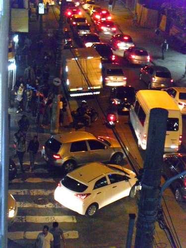 13 de junho - Rua Frei Caneca, no centro, serviu como válvula de escape para motoristas evitarem a multidão