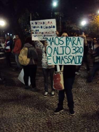 13 de junho - Segundo o internauta Marcos Smania, que participou do protesto, confusão teve início quando grupo chegou à Consolação e foi recebido com violência pela polícia