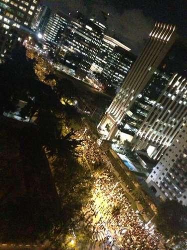 17 de junho - A avenida Faria Lima, próxima ao local de concentração dos manifestantes em São Paulo, foi completamente tomada