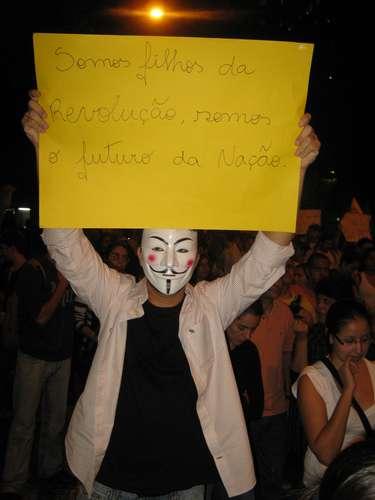 17 de junho - Antes de confusão que deixou dezenas de feridos no Rio de Janeiro, manifestantes fazem caminhada pacífica