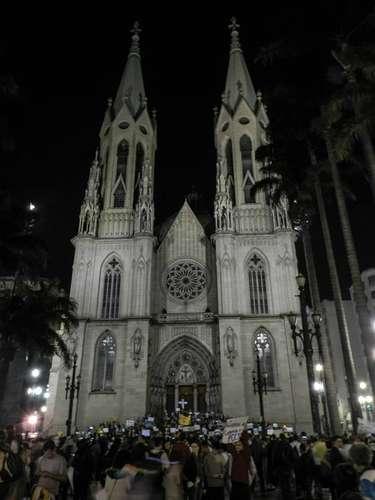 18 de junho - A Praça da Sé foi tomada por manifestantes deste a tarde de terça-feira
