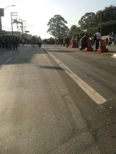 19 de junho- Manifestantes invadema avenida Guarapiranga, na zona sul de São Paulo, em mais um dia de protestos