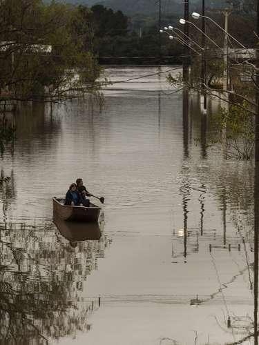 1° de julhoAlagamento do Bairro Navegantes, após chuva na cidade de União da Vitória (PR). Em todo o Estado, 59 cidades estão em emrgência devido às chuvas