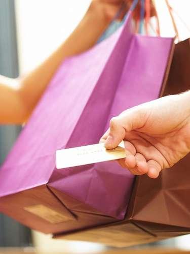 Cartões pré-pagos evitam surpresas com as faturas na volta da viagem. Além disso, o usuário paga 0,38% de IOF, em comparação a 6,38% do cartão de crédito