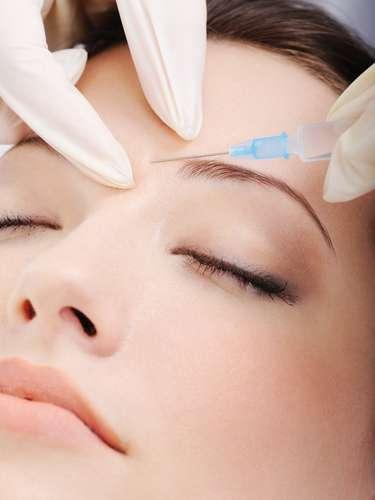 Transplante de cílios ou sobrancelhas é uma das soluções para o problema, realizado por meio de uma cirurgia simples, com anestesia local