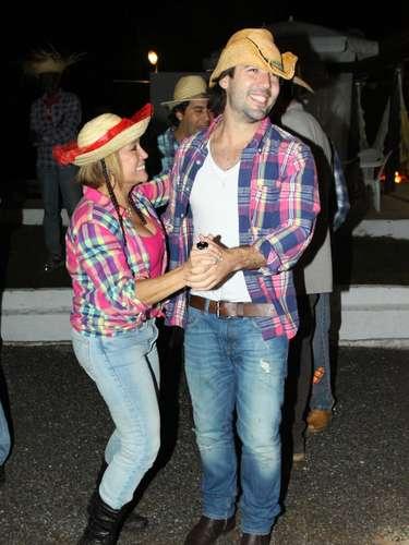 Susana em festa junina com o namorado, Sandro Pedroso, em 2011