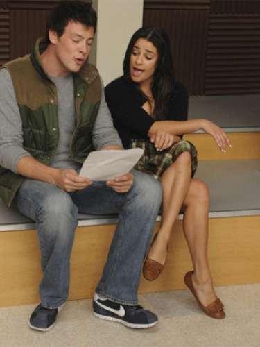 Cory Monteith eLea Michele em cena do seriado Glee