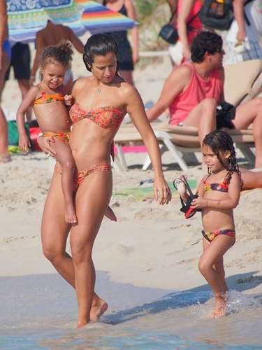 Julho 2013- Paula Morais e os filhos do namorado, Ronaldo, em Ibiza