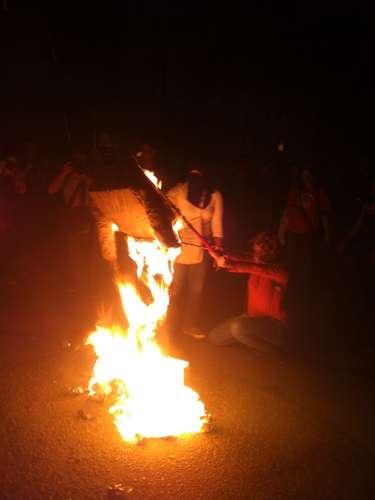 1º de agosto -  Boneco de Fortunati foi queimado em frente ao prédio do prefeito, no centro da capital