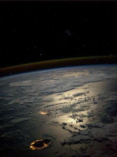 Karen L. Nyberg fez este registro noturno das ilhas Reunião e Maurício, que ficam no oceano Índico, e conhecidas por suas praias, em 25 de agosto