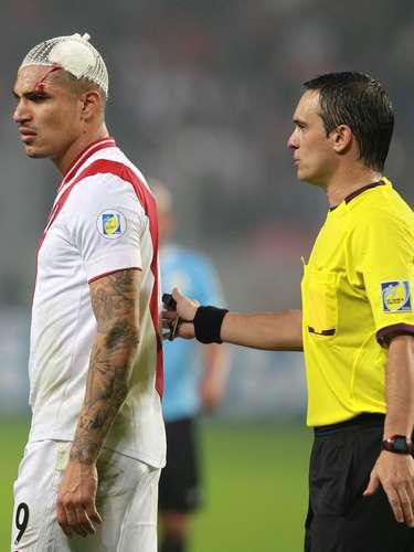 A arbitragem da partida entre Peru e Uruguai, conduzida pelo argentino Patricio Lostau, foi muito criticada pela imprensa peruana