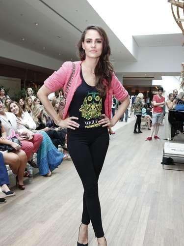 Fernanda Tavares prestigiou o desfile noShopping Village Mall, na Barra da Tijuca, Rio de Janeiro