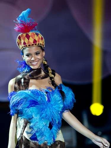 No início desta sexta-feira (27), as 27 candidatas ao título de Miss Brasil 2013 participaram de um momento muito tradicional nos concursos de beleza: o desfile de trajes típicos. O evento aconteceu no Minas Centro, em Belo Horizonte, e contou com as torcidas de cada estado.Na foto, a Miss Mato Grosso