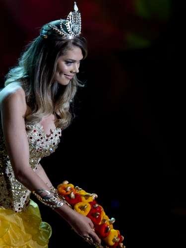 No início desta sexta-feira (27), as 27 candidatas ao título de Miss Brasil 2013 participaram de um momento muito tradicional nos concursos de beleza: o desfile de trajes típicos. O evento aconteceu no Minas Centro, em Belo Horizonte, e contou com as torcidas de cada estado. Na foto, a Miss Piauí